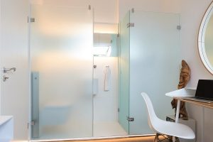 Ein kleines Gästebad im Privathaus gibt hier ungewohnten Luxus für die Besucher.